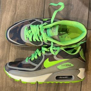 Nike air max 90 AM90 camo and lime green size 6.5